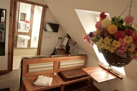 Birchwood Guest Lodge - Room 6 first floor