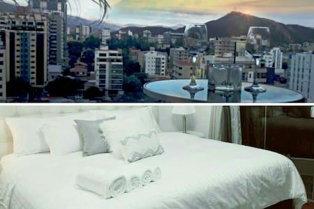 """THE SKY"" lujo, confort de alto nivel Cochabambino"