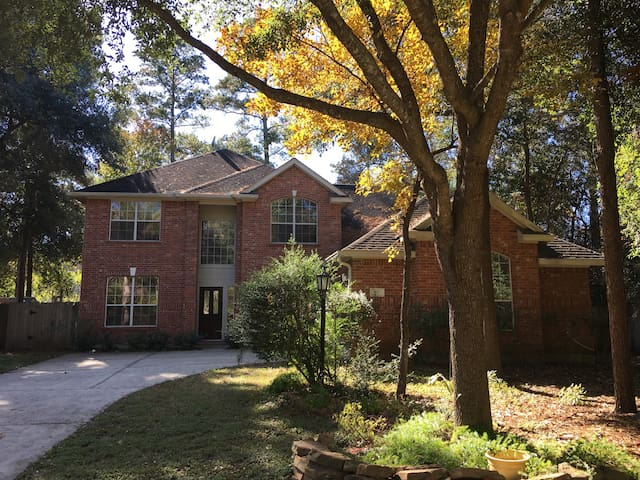 Comfortable and convenient home in The Woodlands! - Conroe - Maison