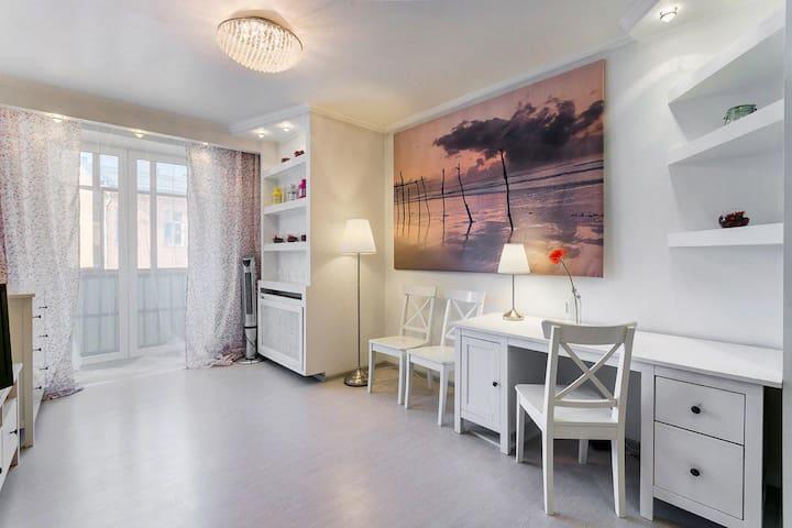Flat under roof Krasnopresnenskaya