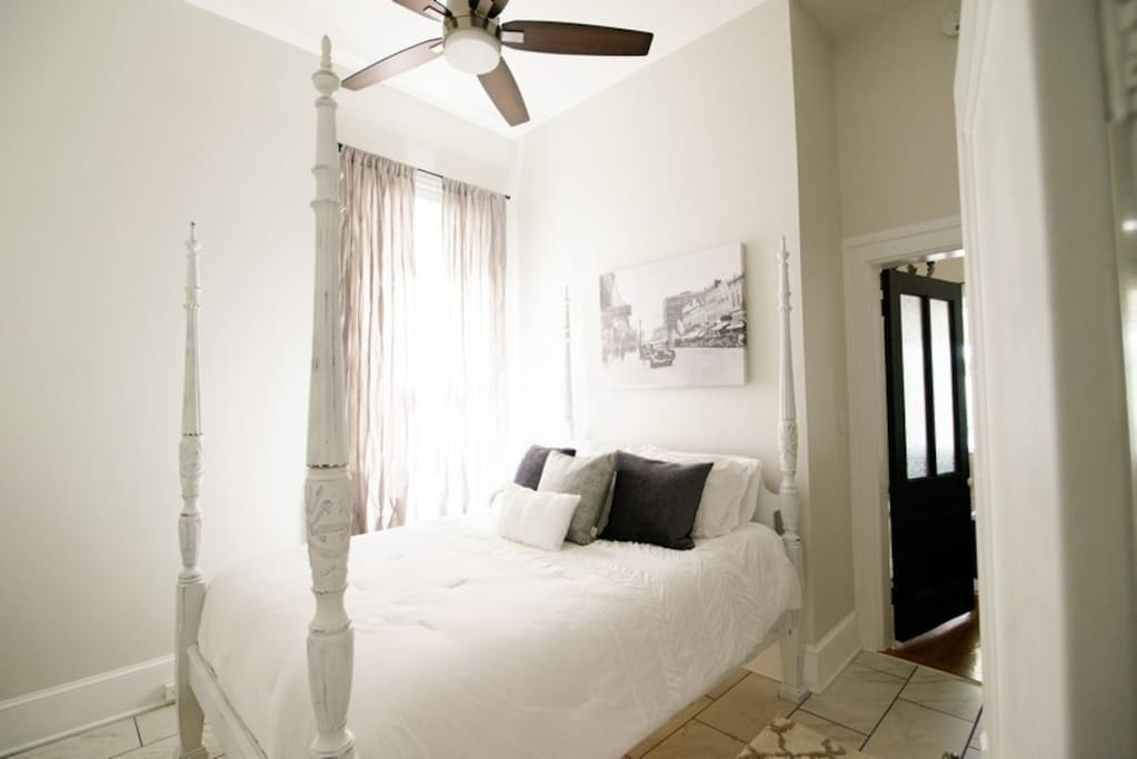 Charming historic suite downtown jefferson city for Hardwood floors jefferson city mo