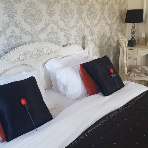 THE WHITE DOVE BED AND BREAKFAST/A17/A46/A1..