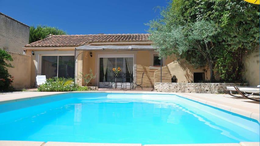 Maison & piscine sans vis à vis dans le village