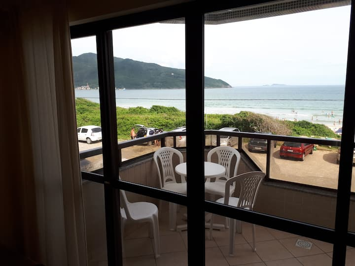 Apartamento frente ao mar na Praia dos Açores