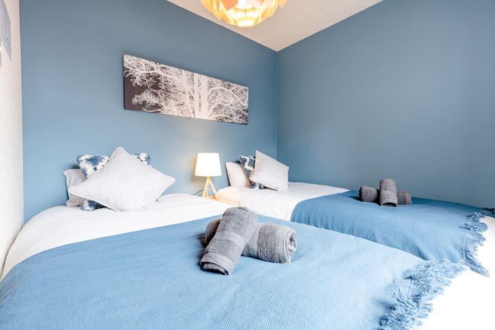 2F Bedroom 2 2 single bed