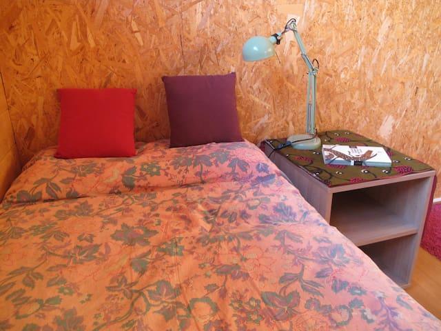 Habitació a casa de fusta