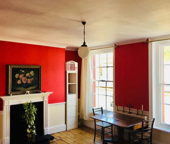 Charming Listed Old Town Apartment