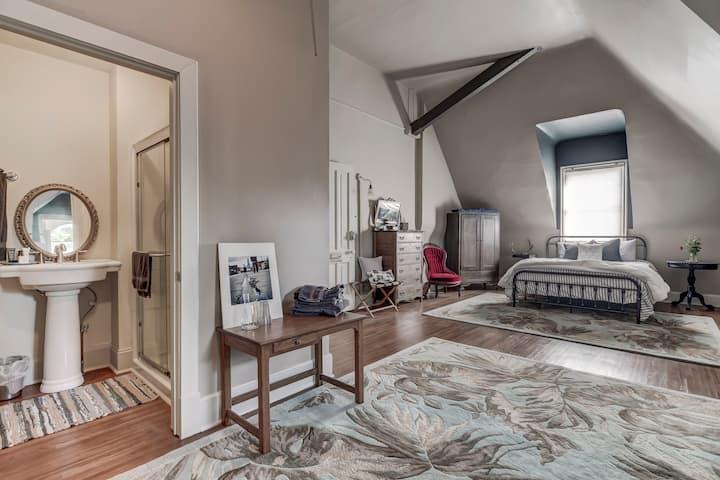 Dogwood Suite @ Three Pines Petersburg