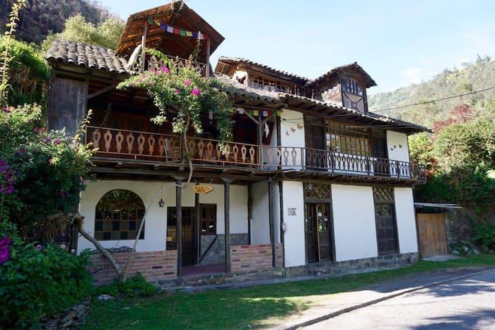 Abby's Colonial Hideaway - Baños de Agua Santa - House
