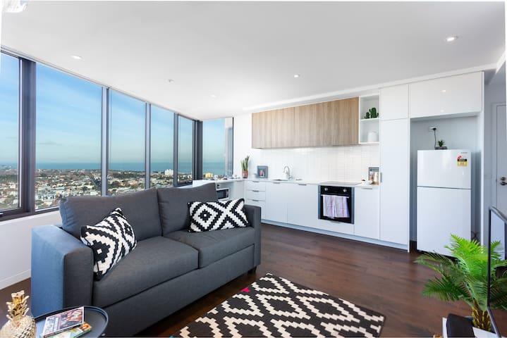 *Seabreeze Luxe*1BR St Kilda-Views,Parking,Balcony