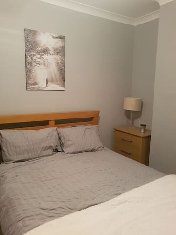 newly decorated double bedroom - doncaster - Hus
