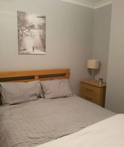 newly decorated double bedroom - doncaster - 獨棟