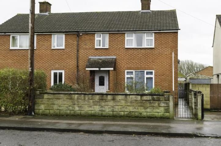 Single room in a modern, friendly home - Oxford - House