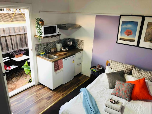 AirMum&Dad Private Room near CBD+Kitchenette+Patio