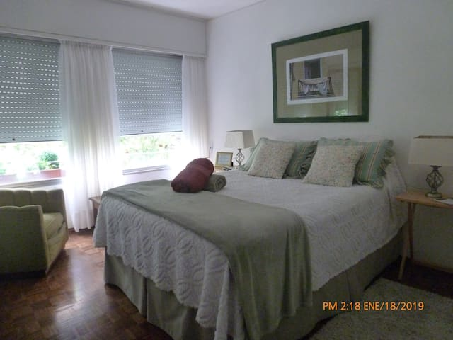 Private Room in Bright Apart in the downtown area.