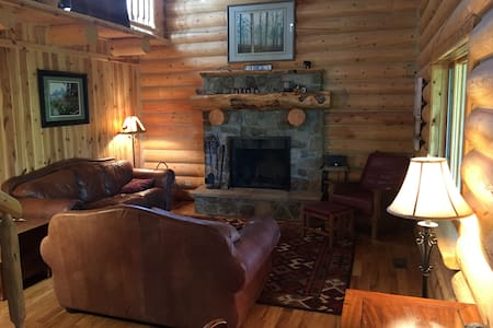 Beautiful log home in Teton Valley sleeps 8 - Ház
