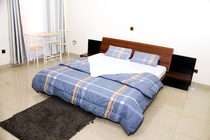 Private house, 2 rooms - fast internet - breakfast