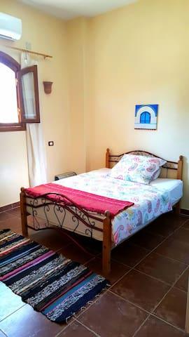 Sleepingroom with bed 2m x 1,40
