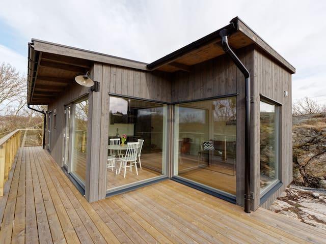 Hus med fem bäddar på vackra Lyrön