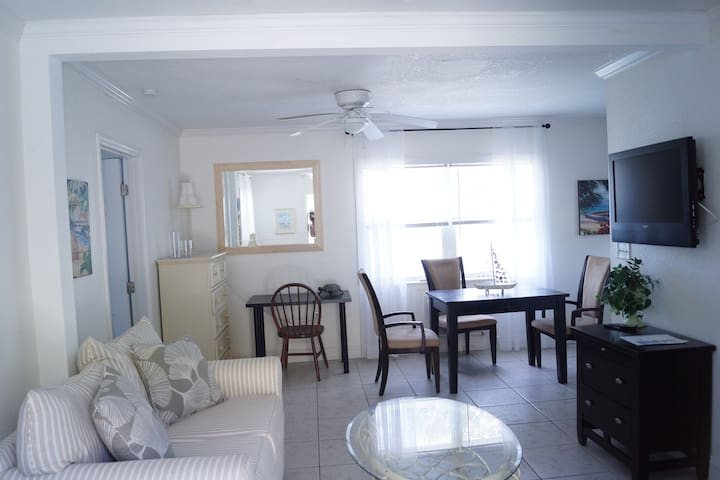 Sunset Cottage, Unit - 5 - Clearwater - Huoneisto