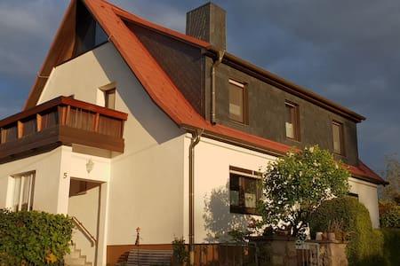 Haus mit Garten am Ortsrand von Dorndorf / Rhön