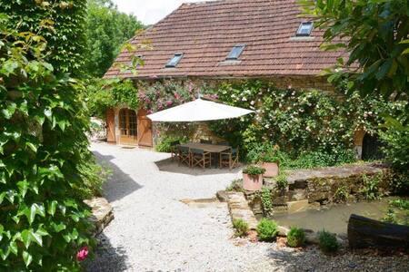 Luxurious 2 bedroomed stone barn - Martel