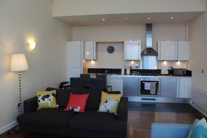Week2Week Stunning 2 Bed  City Centre Apartment