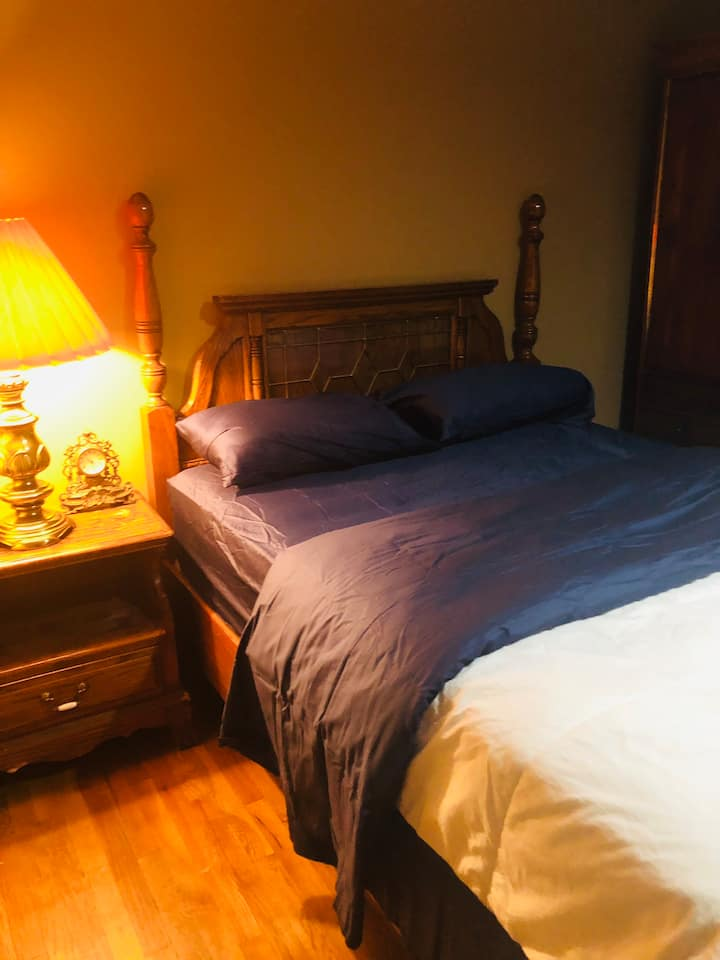 Big private room ensuite in the centre of the town