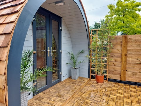 Welsh Mountain Glamping Pod, River, ZipWorld, Pubs