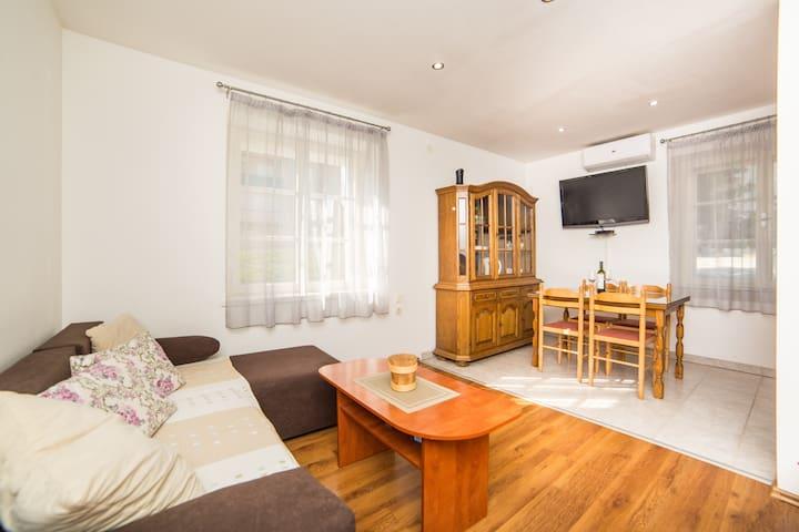 Zdenko-One Bedroom Apartment in Makarska Center
