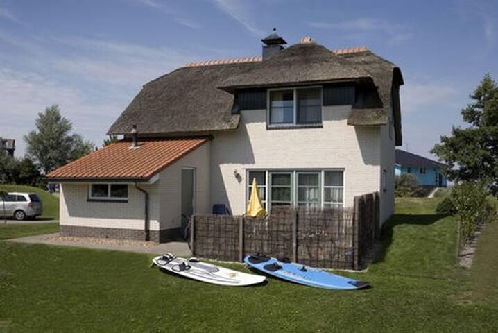 Ruim huis voor het hele gezin in Makkum Friesland