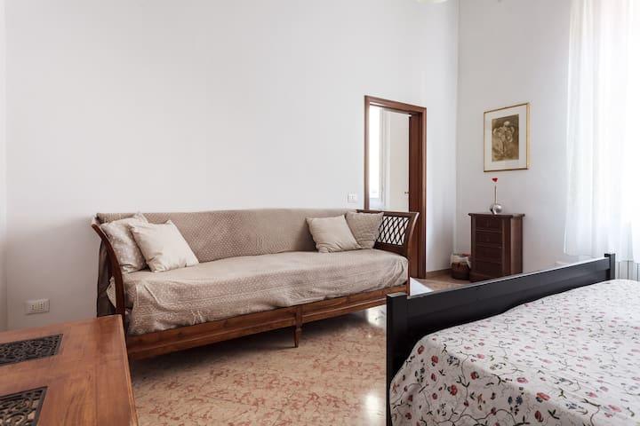 Letto per terza persona/ Bed for the third person