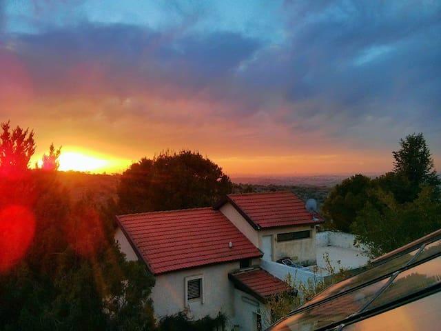 הגג של חזי - Elkana