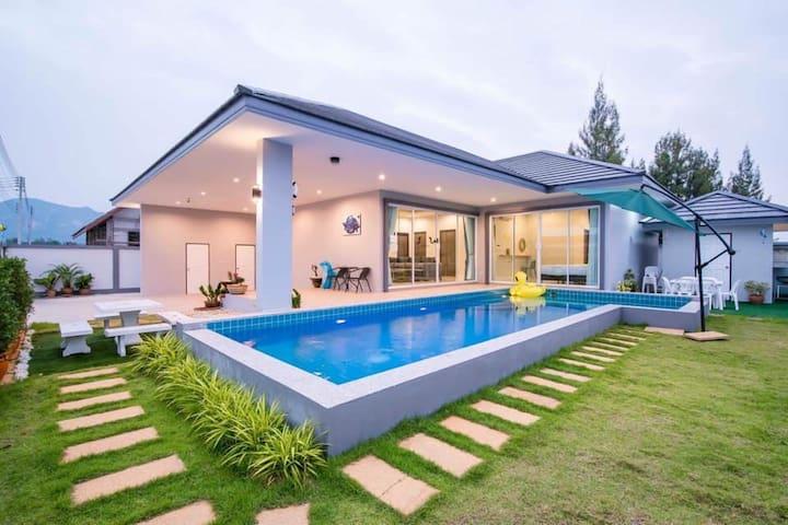 บ้านปลาโลมา pool villa ชะอำ
