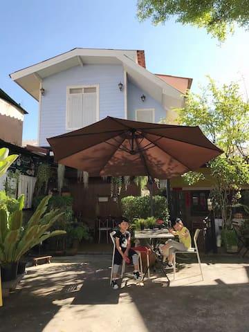 小小民宿,黄金区域清净清新的泰式双卧别墅,亲子家庭、小团体首选