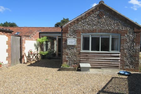 Pretty barn for two near North Norfolk coast