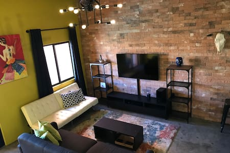 Loft D-304 with Pool, 3 blocks from the Beach