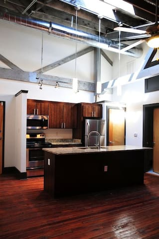 Historic, Modern, 1-BD in Jackson Ward, Fan, VCU - Richmond - Apartamento