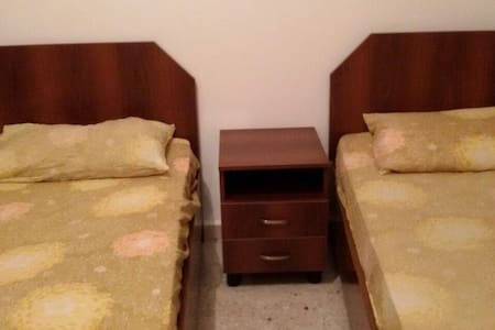 Room or bed in Hamra for Girls - Beirut - Flat