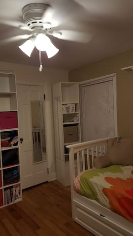 1 Cozy bedroom - University of Illinois at Urbana