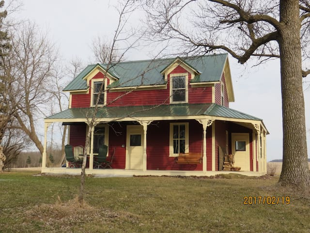 Behrends 1880 farmhouse on St Croix river farm - Hastings - Casa
