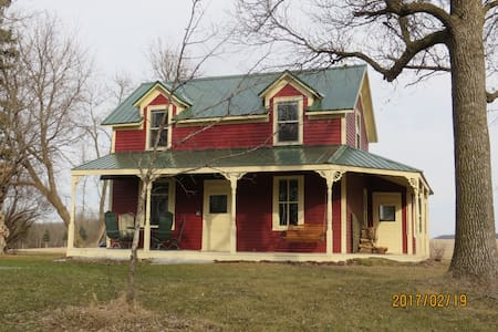 Behrends 1880 farmhouse on St Croix river farm - Hastings - Huis