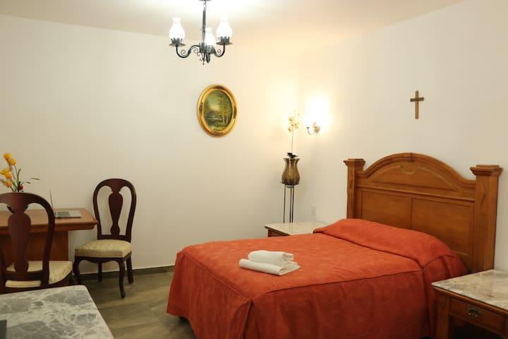 Habitación en Hotel con Cama Matrimonial