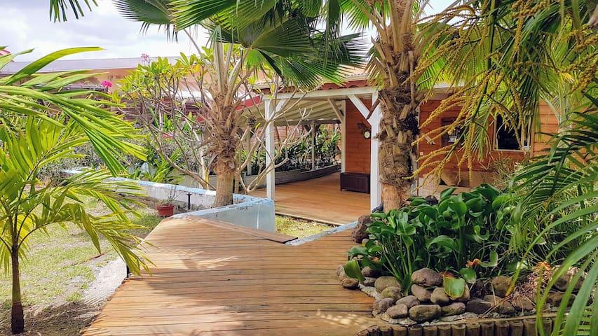 Charmante maison avec piscine, 200m de la plage - Le Diamant - Hus