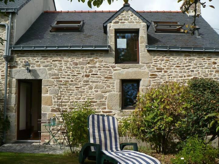 Petite maison de vacances en pierre. Ty Marie