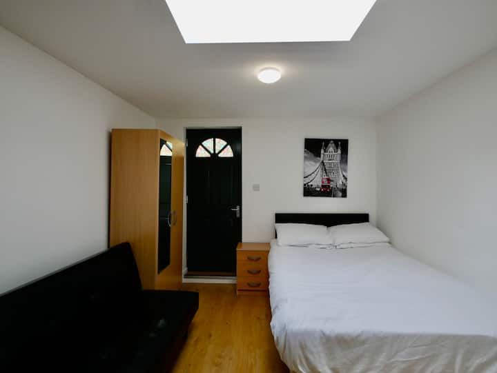 Incredibly located, Cozy, Clean, Studio Flat.