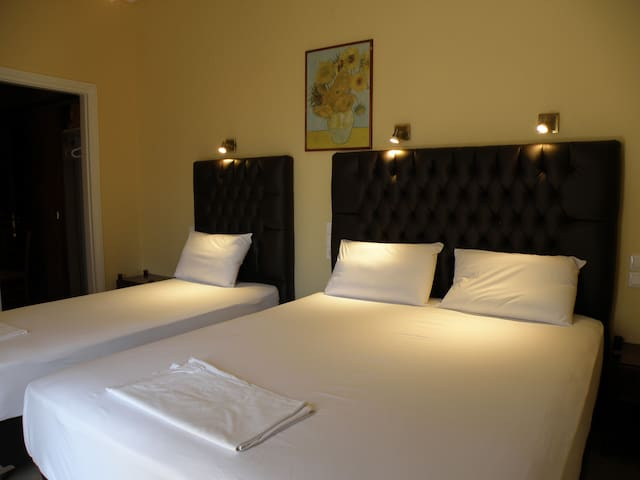 Comfortable Triple room - 1 min from Meteora