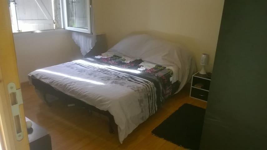 Jolie petite chambre dans environnement calme - Ambarès-et-Lagrave - Rumah