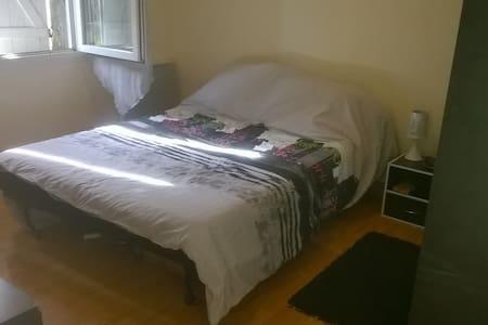Jolie petite chambre dans environnement calme - Ambarès-et-Lagrave