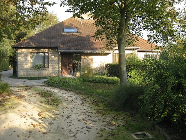 Uitzonderlijk rustig gelegen villa
